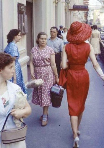 queensofvintage:  How to turn heads - 1950s