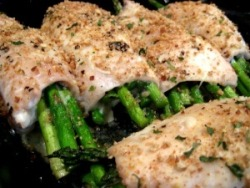 healthier-habits:  chicken rolls w/ asparagus and mozzarella - a quick, easy, and healthy weeknight dinner choice! Recipe: betterbalancedlife.com