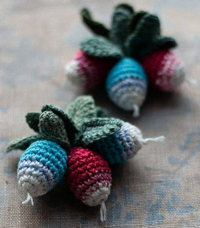 Crocheted Radishes by Namolio - again, that hooker's work is totes AMAZING!