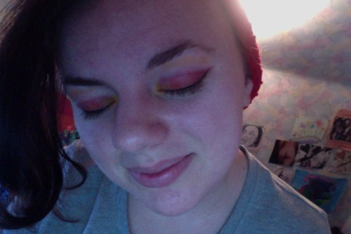 My new Sugarpill palette came in the mail today. Did a quick red/orange/yellow look for a trip to Starbucks. Glaaaam.