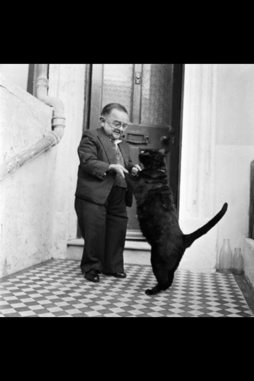 Tom Thumb dancing with his cat.