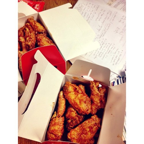 Boom Boom Chicken & studying. Lots and lots of studying. #Finals  (at Alexander library)