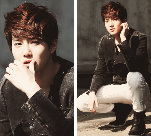 exosexualfeels:  SEXY EXO BLOG~!!! his thigs are so beautifull i bet theyd feel even better wrapped aroudn my head - G