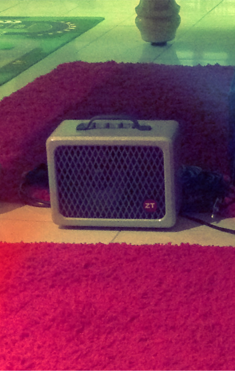 Newest addition to my guitar and amp family, ah lunchbox amp, why so good!
