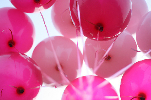 girlslovelive:  balloons | Tumblr on We Heart It - http://weheartit.com/entry/61462509/via/Lucie_Rohr   Hearted from: http://garotaglitterblog.tumblr.com/post/50432030834