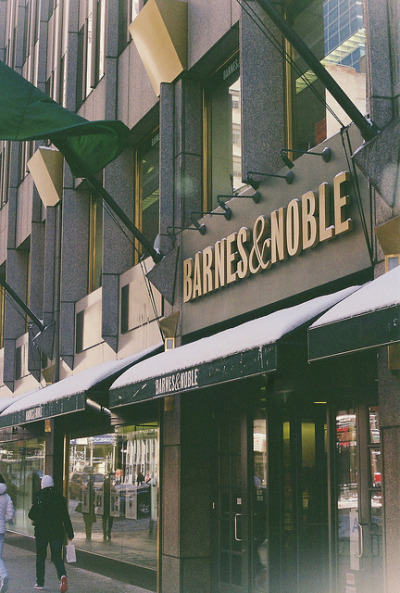 denounces:  Barnes & Noble by Rodrigo Piedra on Flickr.