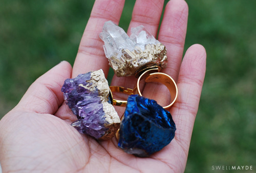 theymightbeclippy:   DIY GIFT IDEA | Gold Gilded Geode Ring Why, YES. There IS a tutorial with lovely photos so you can make your very own pretties ! (via swellmayde)