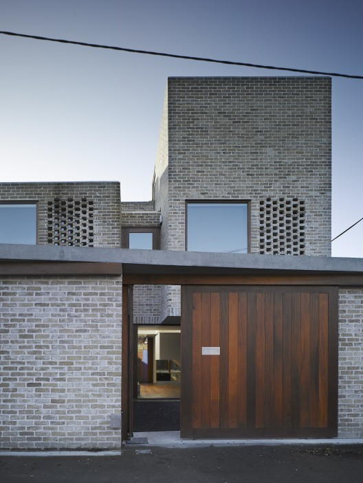 paris2london:  (via Waterloo Lane / Grafton Architects | ArchDaily)