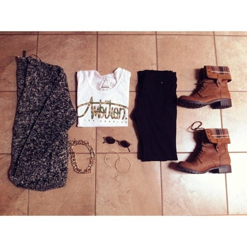 isabellaisfab:  i just rly like this outfit idk why I just dO