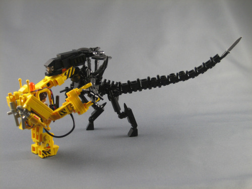 pimpmybricks:  Ripley vs the Alien Queen by ninbendo http://flic.kr/p/dV8X2P