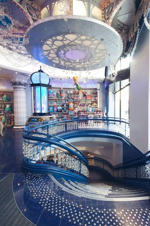 neverrlaand:  tinkeperi:  Disney Store: Champs Elysées, France:)  im cry