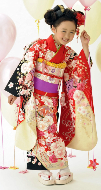 thekimonogallery:  Girl Dressed in Kimono, Shichi-Go-San Festival (Festival for Three, Five, Seven Year Old Children). Image via Pinterest