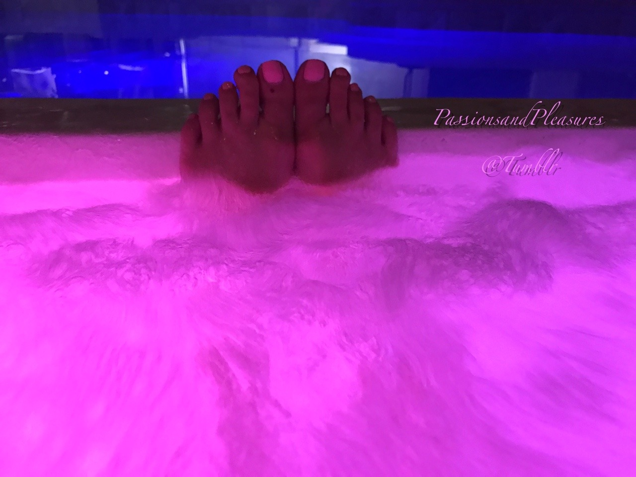 salntandslnner:https://passionsandpleasures.tumblr.comBathing in pink 😘 ~ P&PClassy, elegant, suggerent and sexy submission from @passionsandpleasures Thanks babe for joining us today for Flats Friday. Now let me join you there! Love having you here! 😘👣👣😘Ahhh YES. We're due for another one of these weekend getaways. Had so much fun the last time. Thanks @salntandslnner for posting our submission 😘 Use the #'s below to see more 😉
