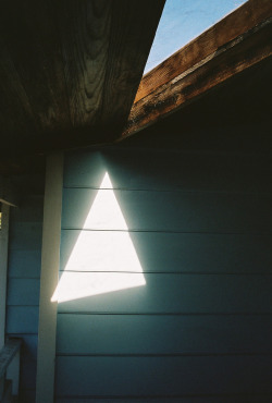 kelligator:  vacants:  Triangles (by nick hopper)  illuminati