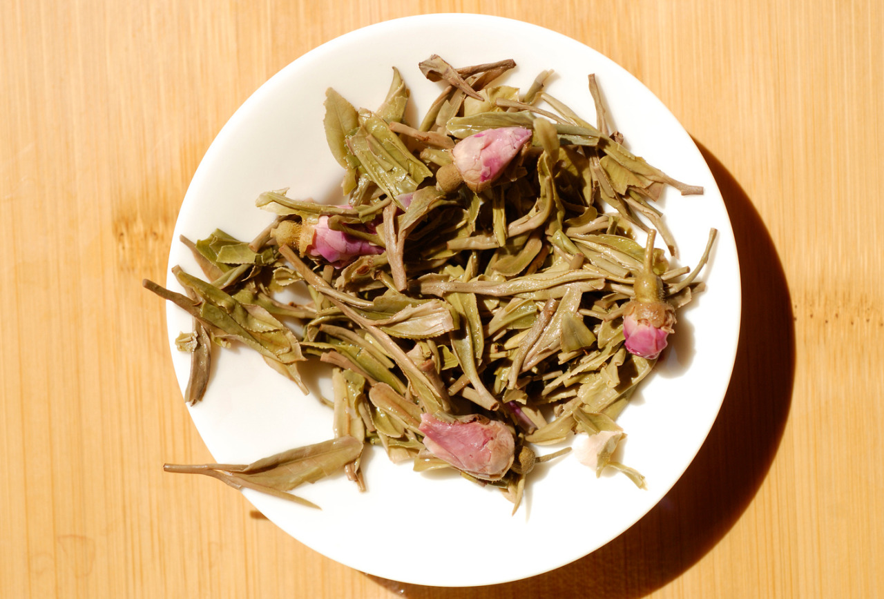 West Lake Long Jing aromatisé à la Rose par Master Luo de la Boutique Postcard Teas