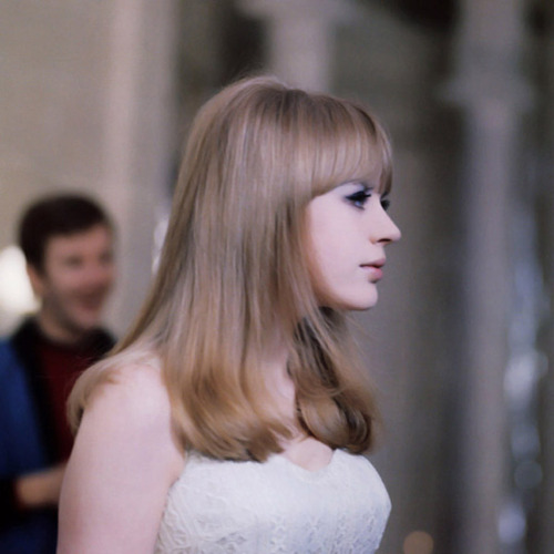nevolimruze:  Marianne Faithfull in Serge Gainsbourg's movie musical, Anna, 1967.