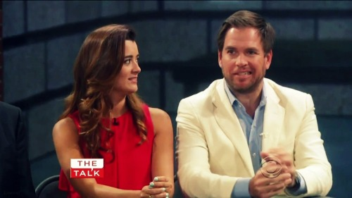 kissooff:  Michael Weatherly & Cote de Pablo on The Talk 5.14.13  lol that face xD