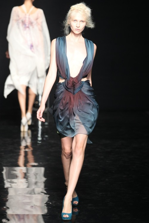 dressesthatlooklikevaginas:  Yiqing Yin's ombre dress features a relatively petite opening.