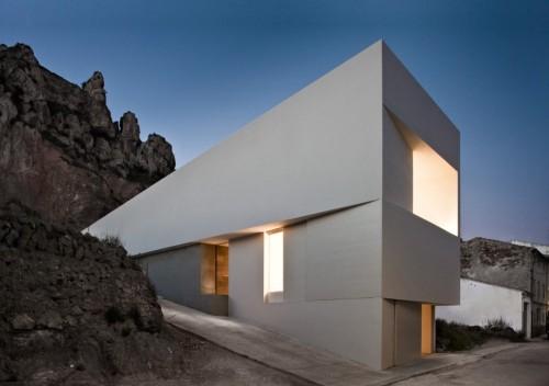 archatlas:  Casa en la Ladera de un Castillo(House on the Hillside of a Castle)Fran Silvestre Arquitectos