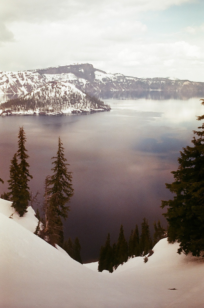 refluent:  crater lake (by tackiest)