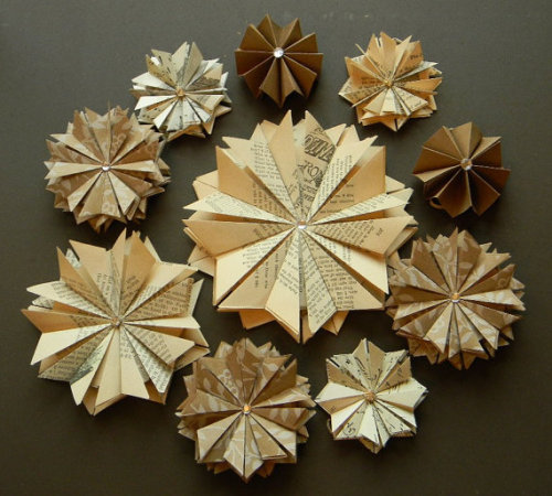 awesomeetsy:  (via Unique Wedding Decor 50 Paper Star Ornaments by ApplesModernArt)