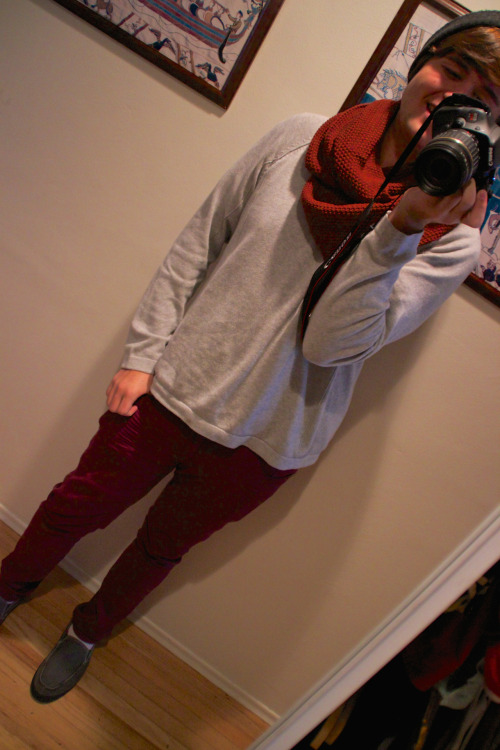red skinny jeans (forever 21), gray sweater, and auburn eternity scarf.