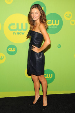 2013 CW UPFRONT PRESENTATION - PHOEBE TONKIN (AUSSIES REPRESENT) 'I Am Starstruck' International Feature It's UPFRONTS season in Hollywood at the moment!  TV executives are prepping their flashy presentations for advertisers and the best part of these events is that the stars of the shows hit the red carpet themselves. The 2013 CW Upfront Presentation was held on Thursday at the London Hotel in New York City. At 'I Am Starstruck', we absolutely love supporting local Aussie talent so the fact that some of our own home grown hotties are making their mark in Hollywood is super exciting to the max! Former 'H20: Just Add Water' star and now 'The Vampire Diaries' and 'The Secret Circle' actress Phoebe Tonkin added an edgy dimension to her LBD look on the red carpet with sexy leather. Image Source: Zimbio