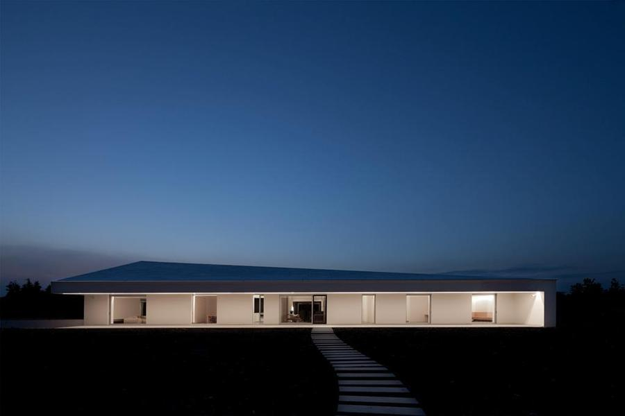 Clean. enochliew:  Casa delle Bottere by John Pawson The dart-like volume is set within a deep excavation, creating a single storey above ground and a basement level, with a sunken courtyard to the west.