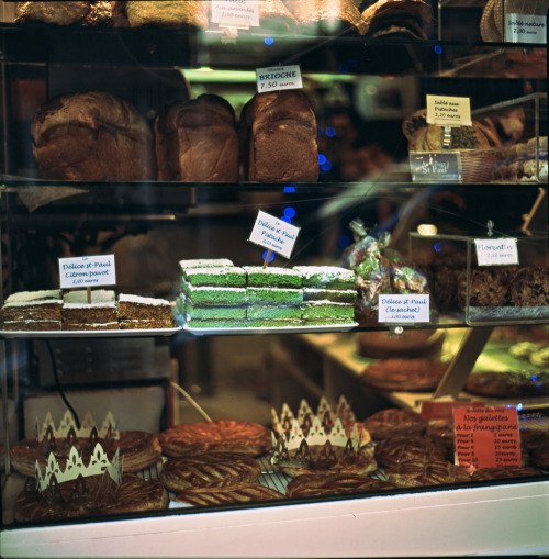 istillshootfilm:  Bakery Window - Galettes des Rois, Paris | Shot with a Kiev 88 and Fuji Provia 100F (regular process)