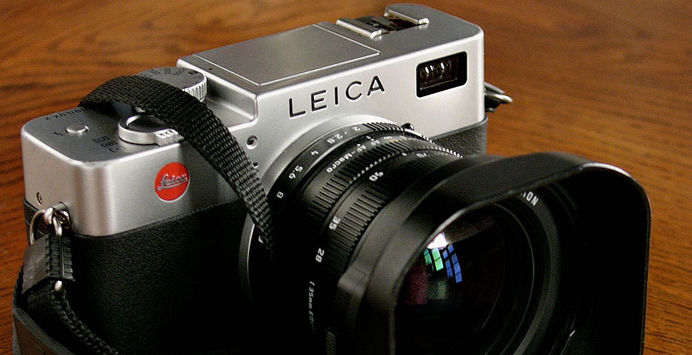 The #Leica #Digilux 2 digital rangefinder article with how to and guides by #photographer Thorsten Overgaard. Touch the image to read more …