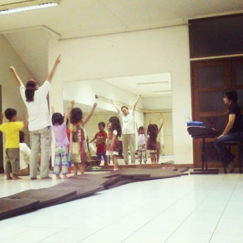 "Music class for children. ""Aku suka kelas musik!"" #niece #music #children #instapic #instagram"