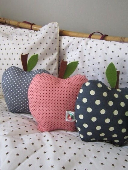 (via Pillows / An apple a day…..cushions)