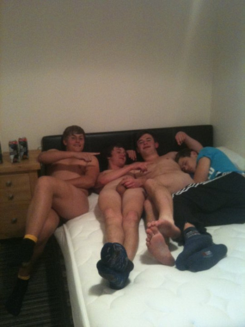 facebookxrated:  Three in a bed ;)