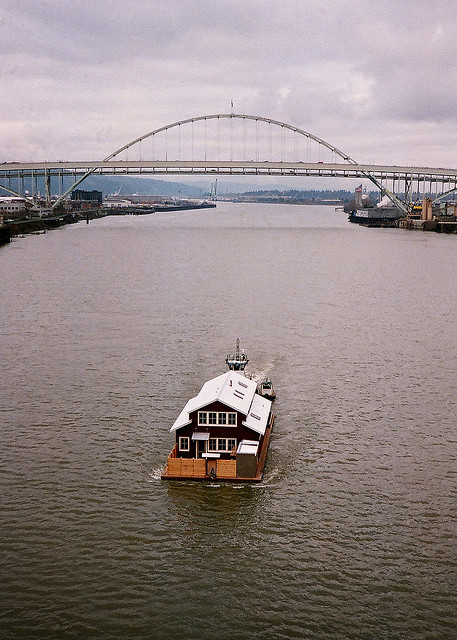 happy-hummingbird:  Houseboat. Really.