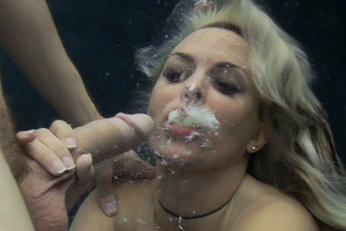 floridasexaddict:  haversackers:  Always reblog underwater cumshots…  Mermaid?