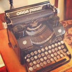 #vintage I had one of those amazing #typewriters #dreaming