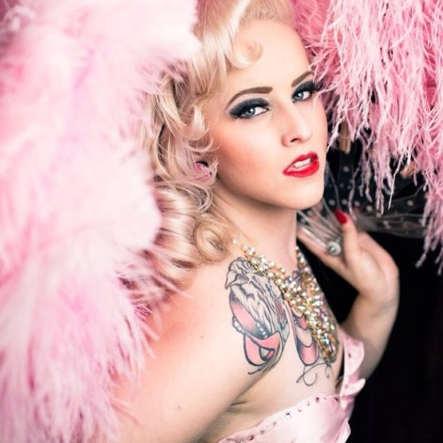 Created a fan page for my Burlesque and modeling. Please go like it! Just search Vivienne Von Coffin #burlesque #viviennevoncoffin #tattoos #featherfans