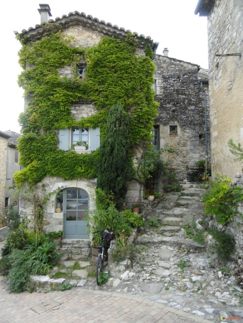 madame-bazaar:  Lagorce en Ardèche, France