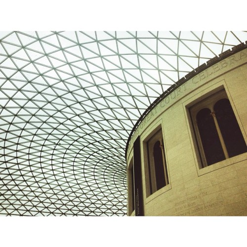 Foster + Partners' great court at British museum #foster #normanfoster #britishmuseum #london #uk #unitedkingdom #museum #british #england #interior #interiordecor #interiordesign #decor #design #architecture #architecturelover #travel #holiday #igtravel #igholiday #wanderlust #europe #europetrip #europe (at British Museum)