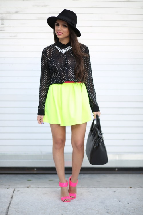 what-id-wear:  (original : Nanys Klozet )  Perfect neon outfit