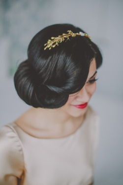 pretty hairdo and accessory-very elegant looking