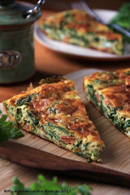 foodfoodfoody:  Kale Frittata - A Healthy Breakfast Casserole. Source.