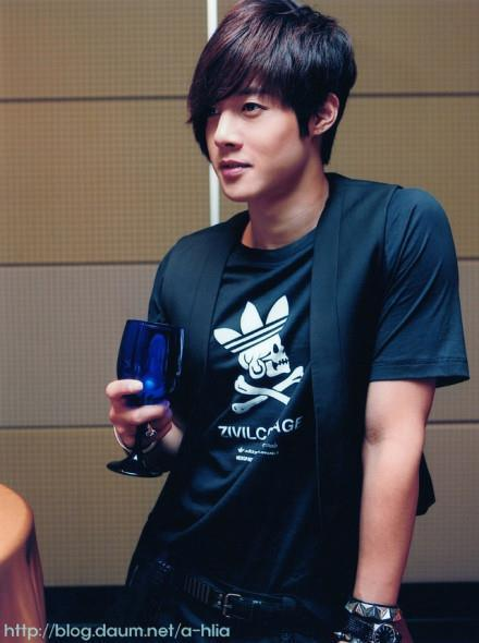039/100 Pictures of Kim Hyun Joong (김현중)
