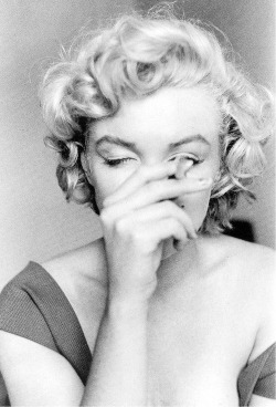 celebritiessmoking:  Marilyn Monroe, 1952