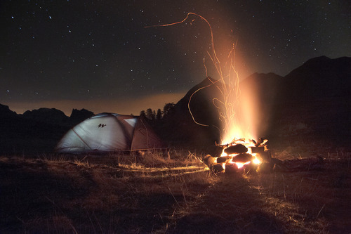 -olly:  Camping Under the Stars (Source)