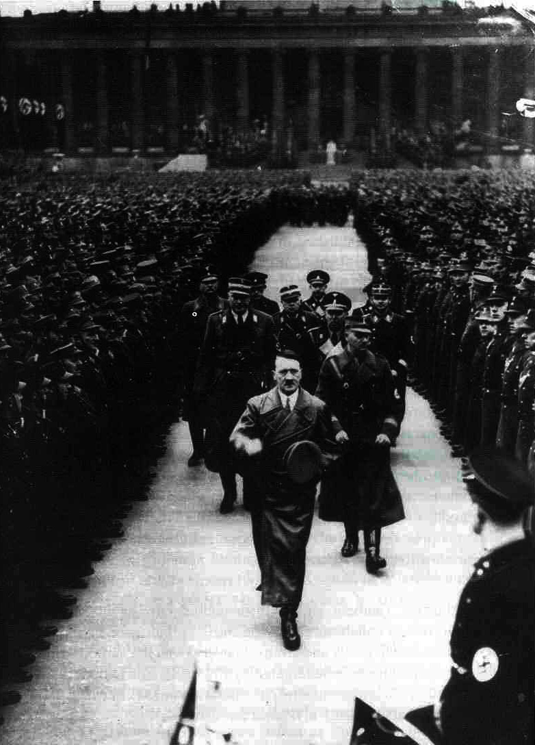 adolfi:  Hitler in Berlin 1936.