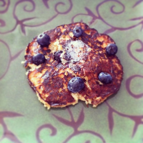 Gluten-free banana and blueberries pancake by French Toast aka @gabzrhere. #pancakes #glutenfree