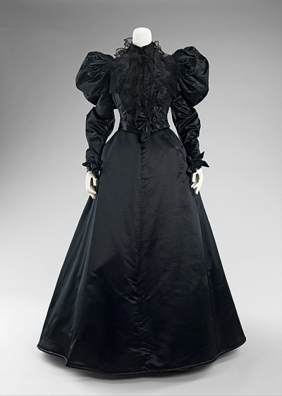 omgthatdress:  Mourning Dress 1894-1896 The Metropolitan Museum of Art