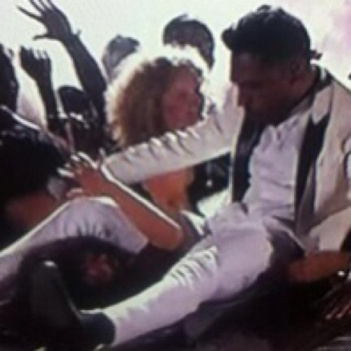 Miguel just tried to kill this girl #BBMA smh dude gone have to cash out