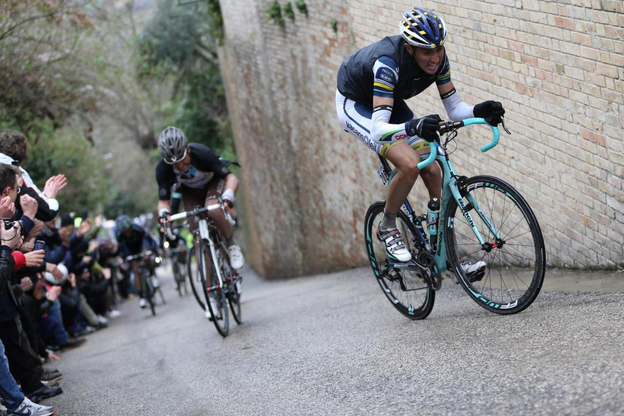 thehoolypedal:  chirosangaku:  Bianchi  My knees blew out from just looking at this.